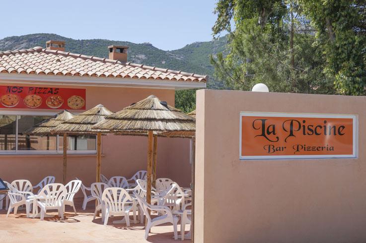 clients au restaurant Camping Corse