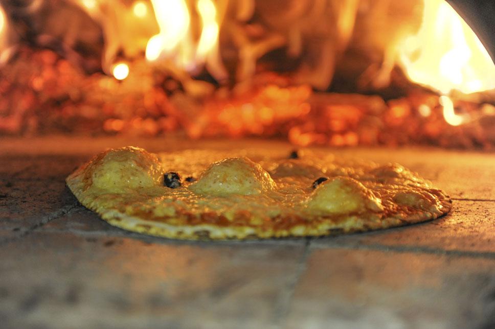 pizza au feu de bois camping Corse