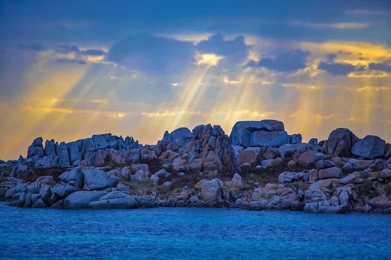 vue sur rayons soleil près camping Corse